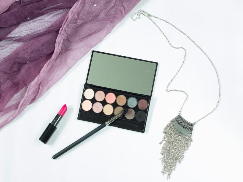 makeup-1137706_1920